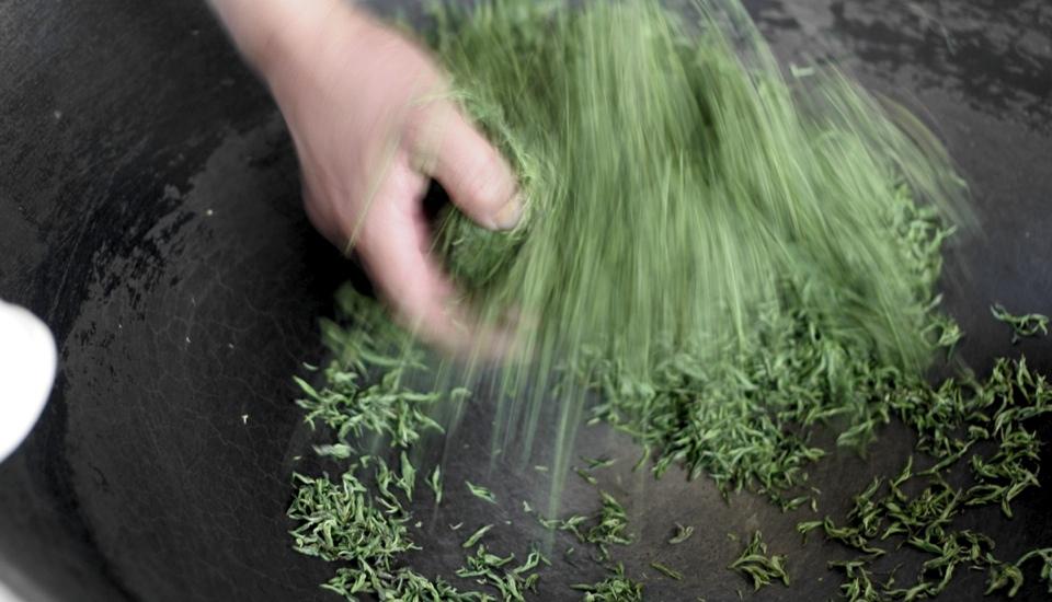 用最新鲜的嫩芽最温柔的方式手工翻炒揉捻 茶香四溢