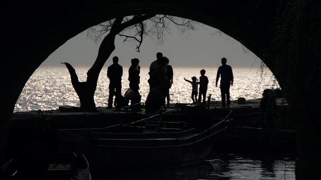 桥拱下的剪影 - 米多饭香工作室 - jamiewang.com