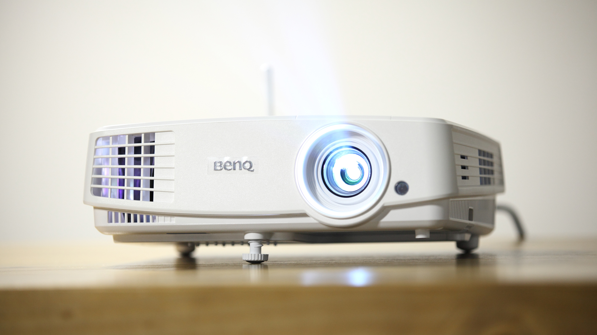 米多饭香-E500智能商务投影机